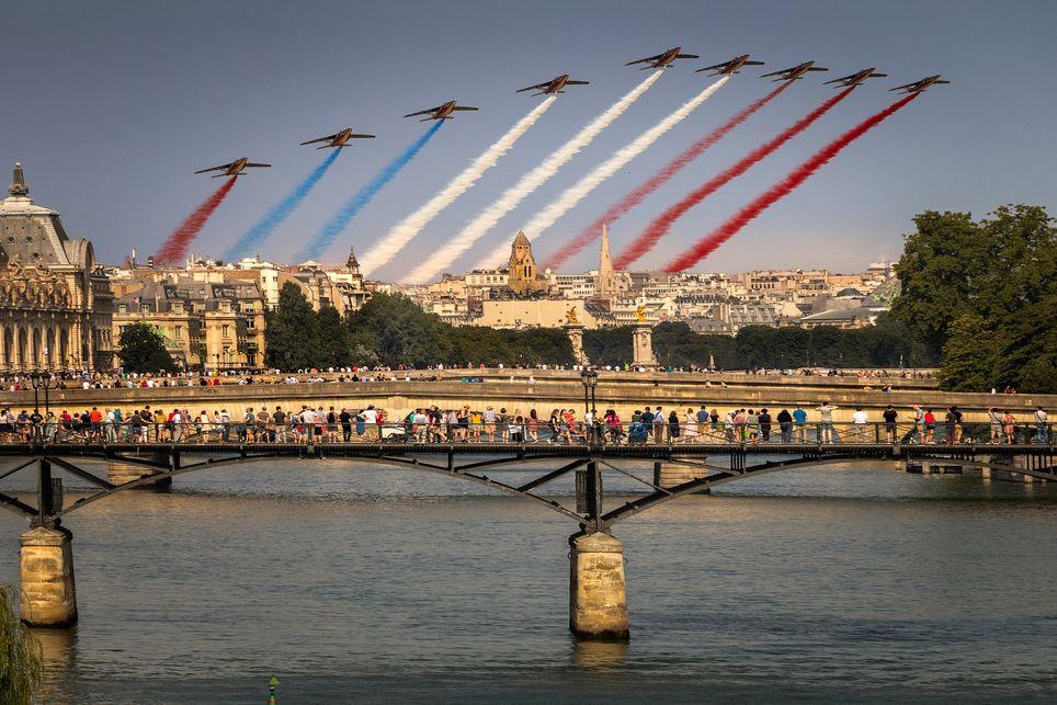 Un temps calme et agréable pour le défilé du 14 juillet à Paris.