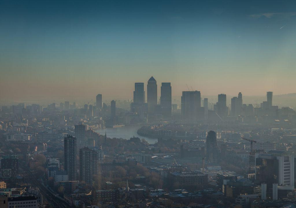 London smog scene.
