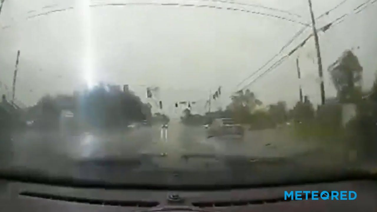Several lightnings hit the same pole in the USA