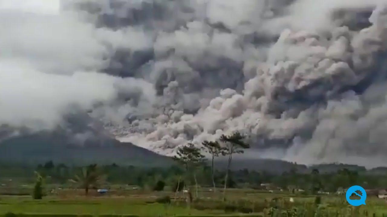Violenta erupção do vulcão Semeru, Indonésia