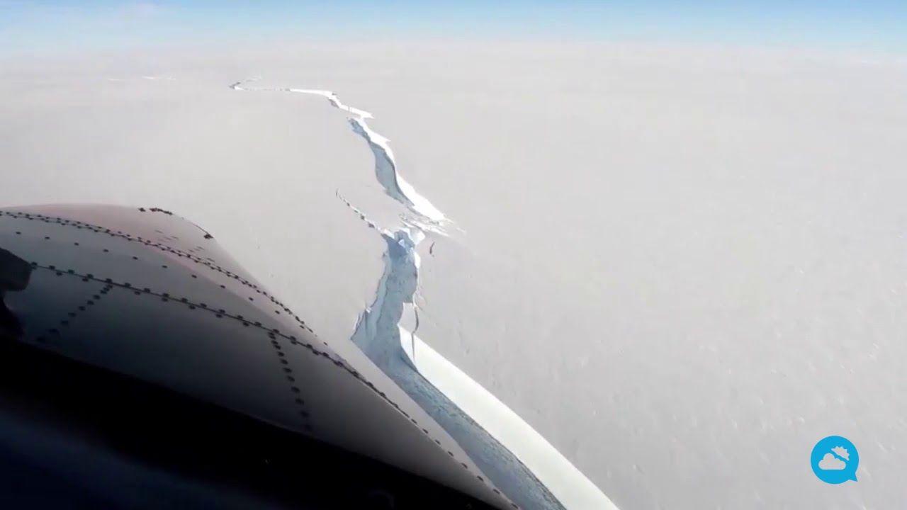 Großer Eisberg bricht in der Antarktis ab